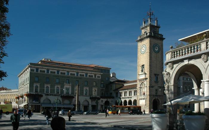 Bergamo in primavera Il centro piacentiniano dove si svolge la Fiera del Libro a Bergamo