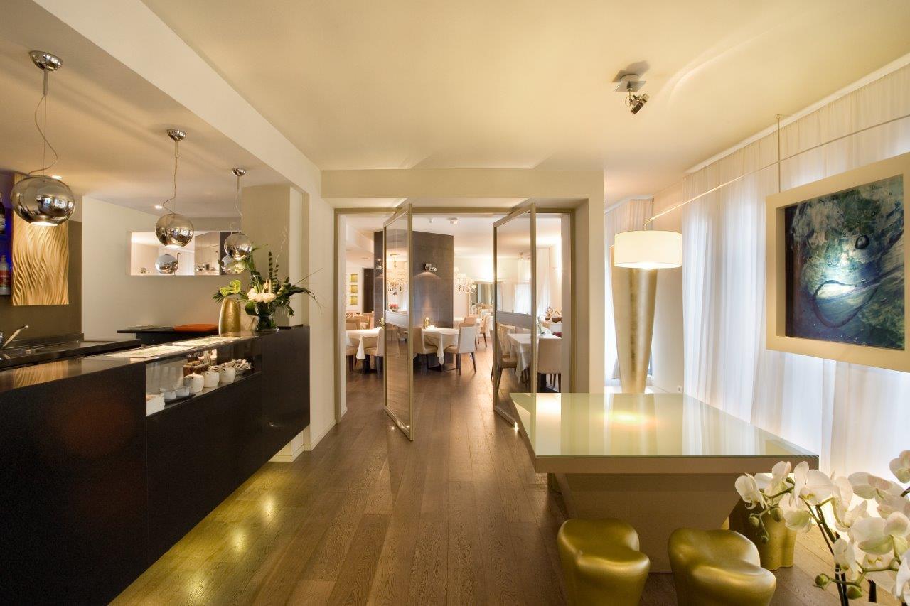 Spa Hotel Parigi 2 Dalmine: Antonella, receptionist si racconta ...